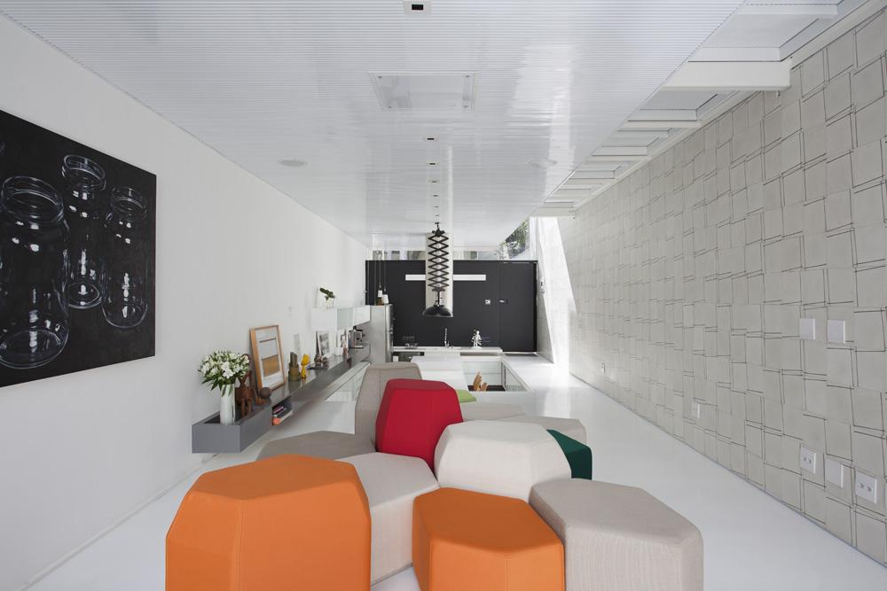 Galeria de casa 4x30 cr2 arquitetos fgmf arquitetos 14 for Casas estrechas y alargadas