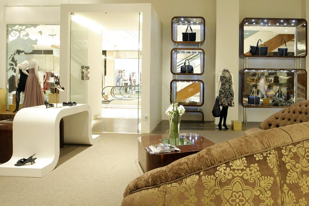 Galeria de maison saad mila strauss arquitetura 27 for Interior designs of boutique shops