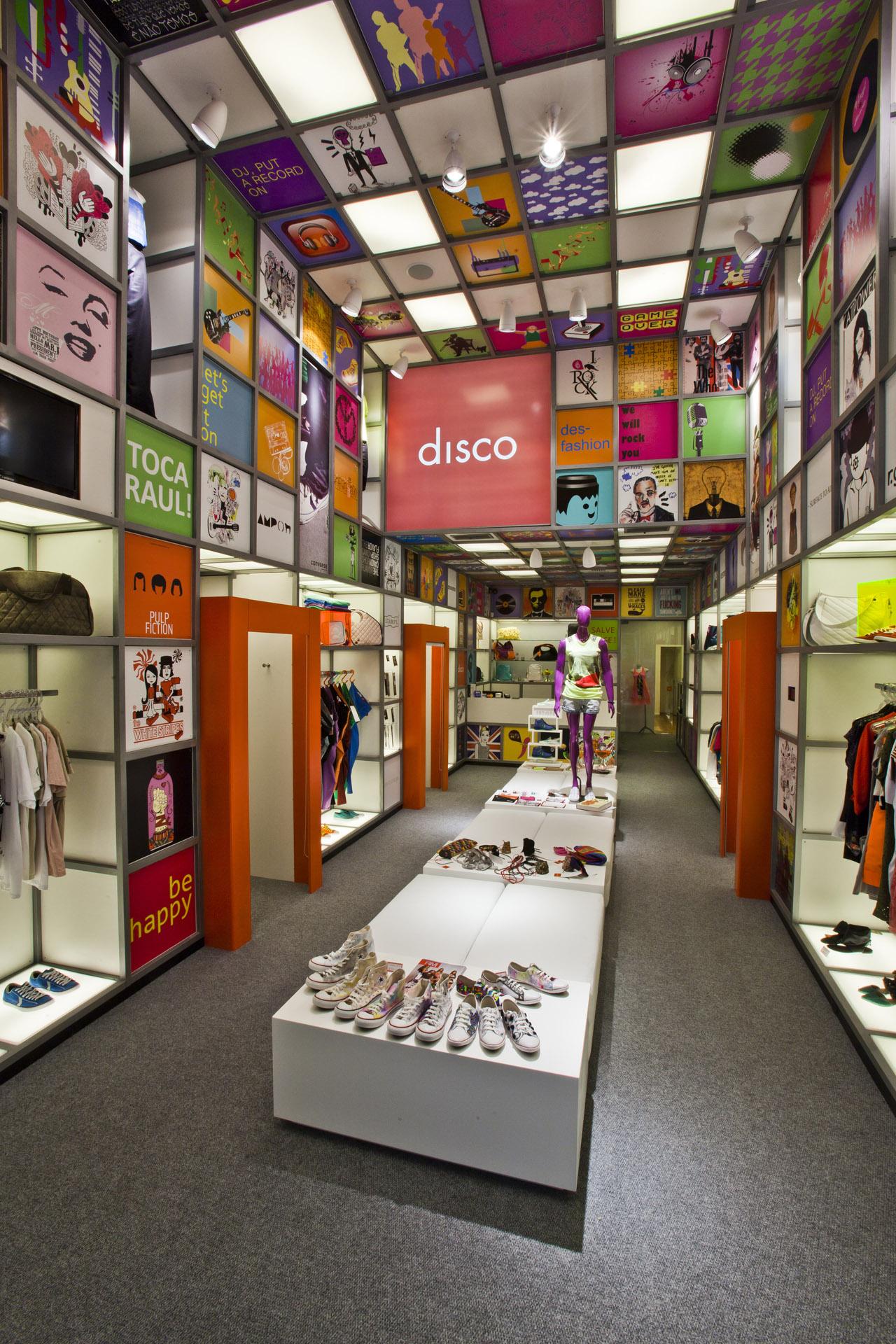 Galeria de loja disco experience rg s arquitetura 7 for Small home decor stores