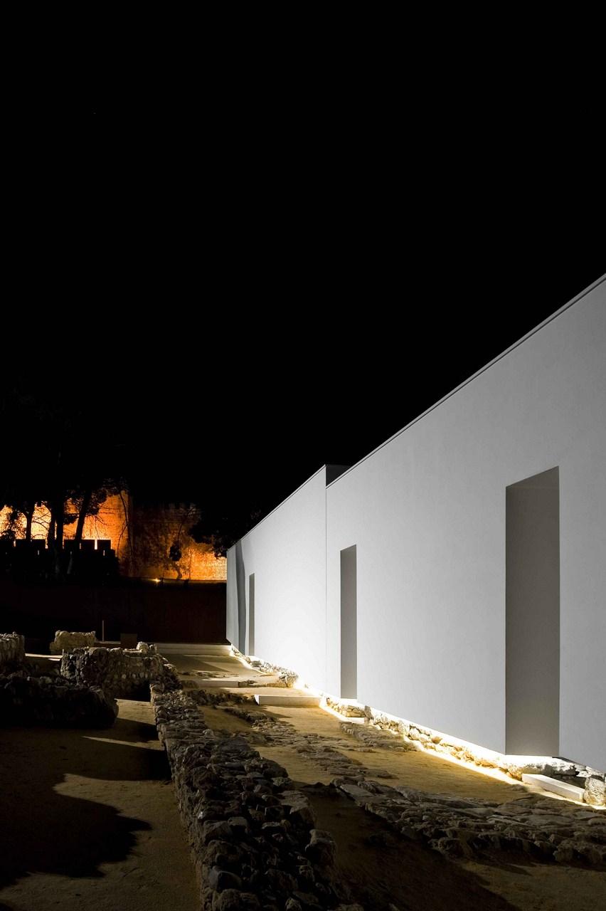 Galeria de Musealização da Área Arqueológica da Praça Nova ...