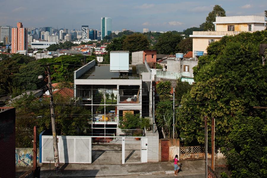 casa no morro da querosene gruposp archdaily brasil