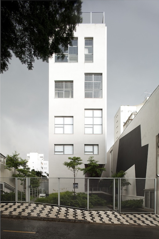Edifício na Rua Aimberê / Andrade Morettin Arquitetos, © Leonardo Finotti