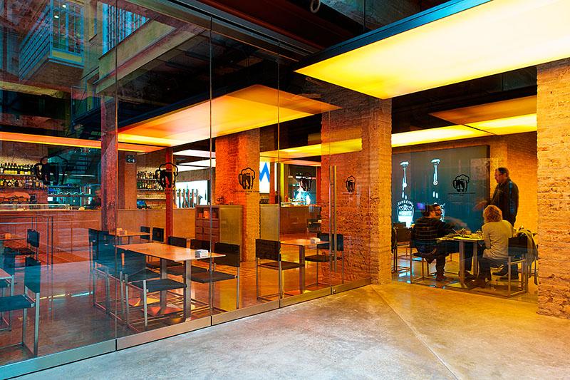 Moritz brewery jean nouvel archdaily brasil - Restaurant umo barcelona ...