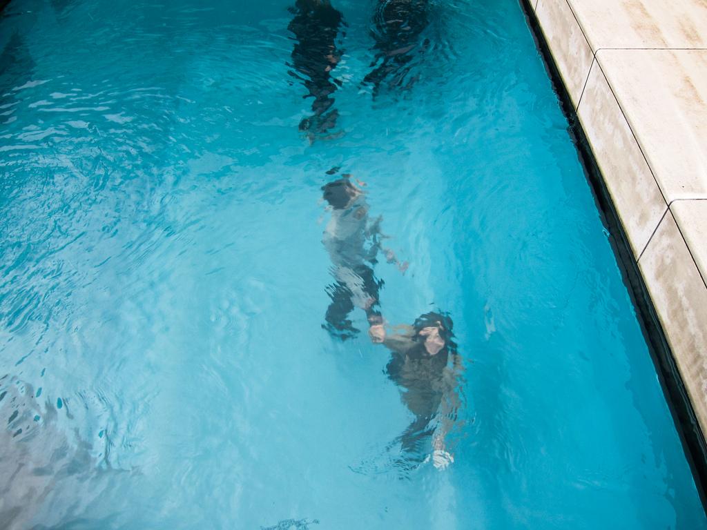 a piscina falsa de leandro erlich archdaily brasil