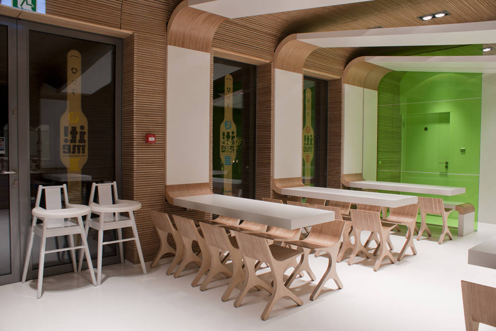 Eco restaurante fast food it me joanna pszcz lka for Environmentally friendly interior design