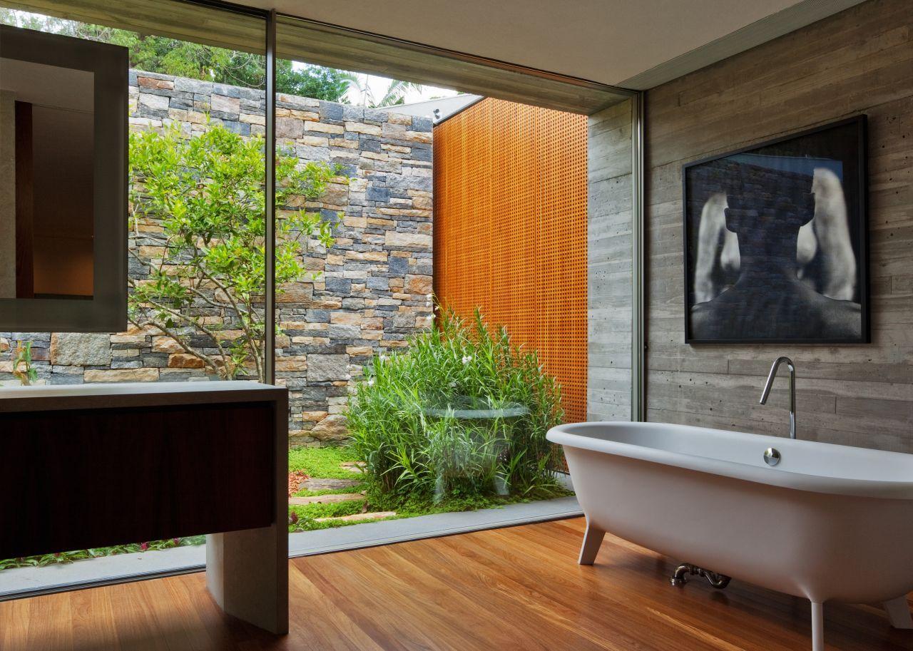 Imagens de #A66425 Casa V4 / Studio Mk27  Marcio Kogan   Renata Furlanetto ArchDaily  1280x913 px 3684 Banheiros Residenciais Modernos