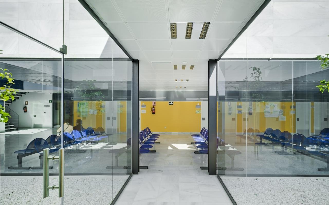 Centro de Saúde Mediterrâneo Norte / Ferrer Arquitectos