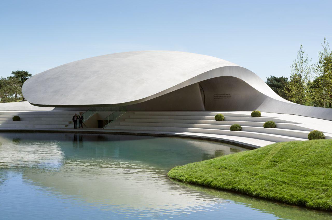 Pavilhão Porsche na Autostadt em Wolfsburg / Henn Architekten, © HG Esch