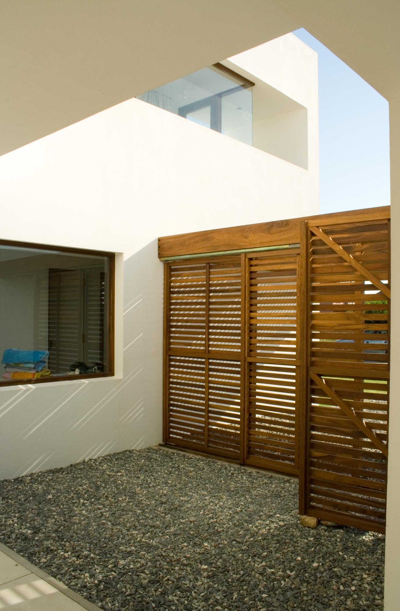 Galeria de casa alegria estudio volpe sardin 16 for Casa minimalista uruguay