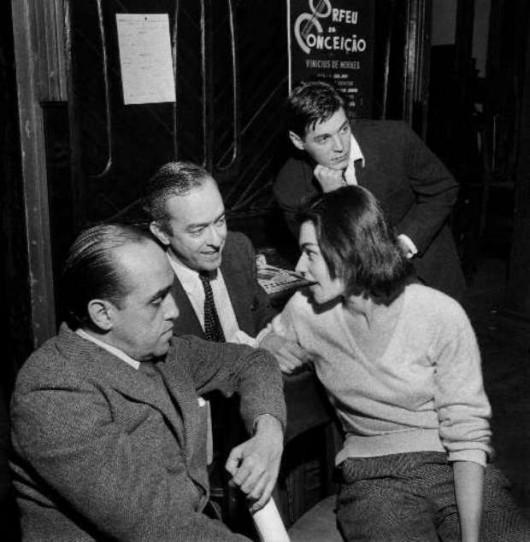 Oscar Niemeyer, Vinicius de Moraes, sua mulher, Lila, e Tom Jobim