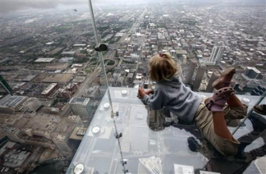 Sears Tower Glass Balcony / Jared Newman - Via DesignCrave.com